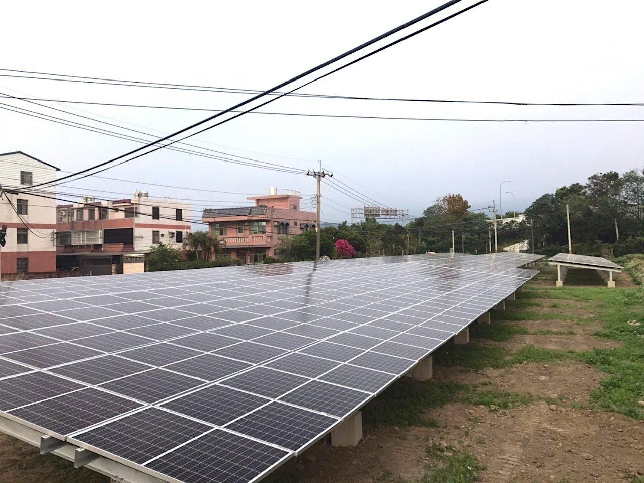 太陽能板施工情形